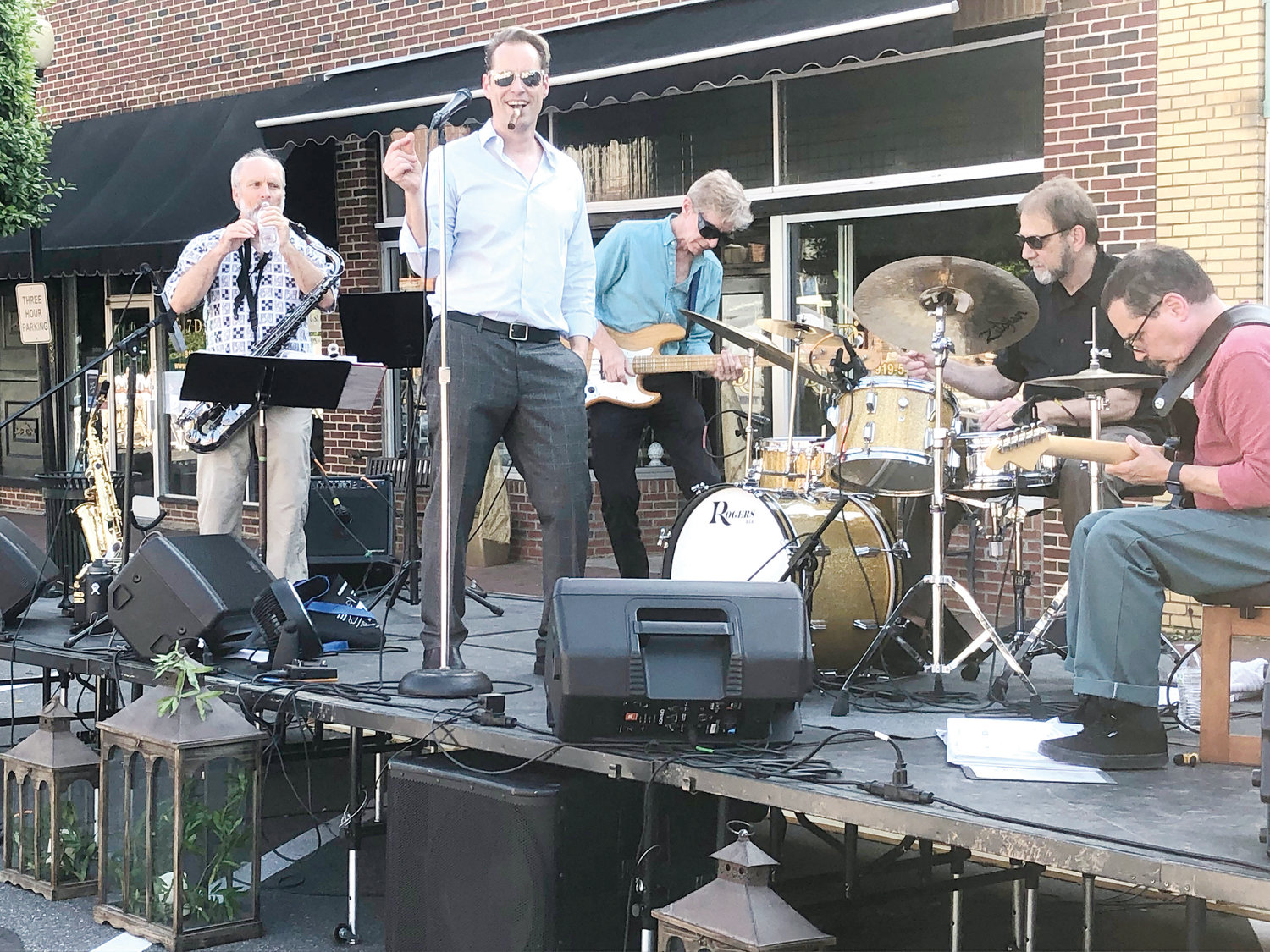 The Dave Quick Jazz band entertained guests as they tasted beverages from local vintners, distillers, and brewers.