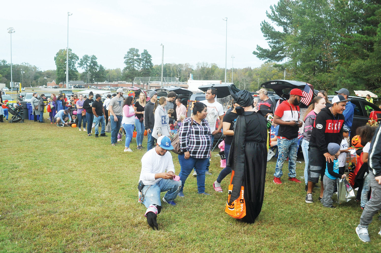 The lines were long, but the candy was sooooo good!.Snaking around the ball field perimeter at Bray Park last Friday night was a long line of families and costumed children getting Halloween candy from groups around the park. The third annual Fall-O-Ween and Trunk 'r Treat event brought carloads of kids and their parents for the free event that finished with a movie under the stars.