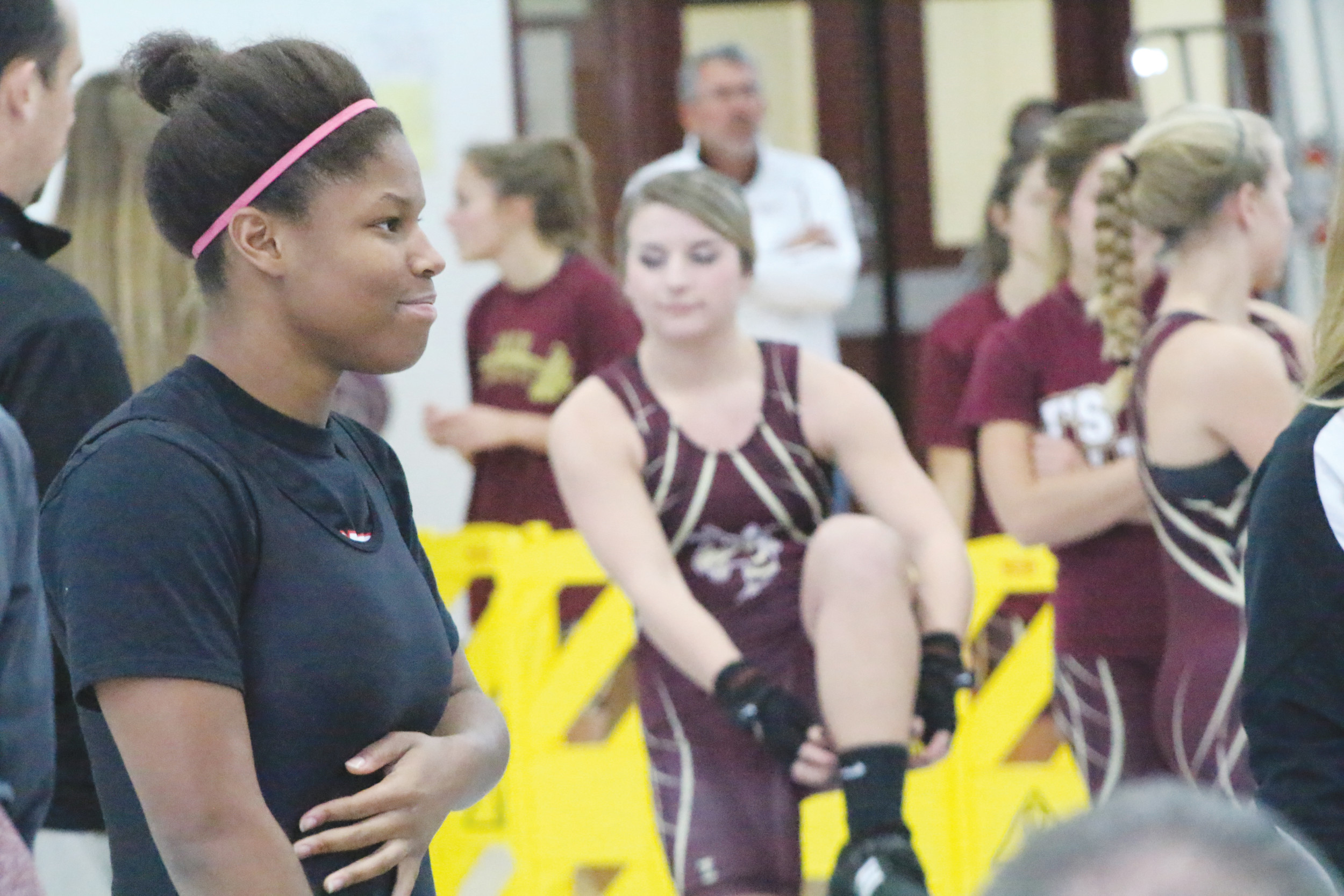 Middleburg High's Neva Clinkscale will follow the footsteps of graduated sister Dede Clinkscale, a third in state finisher in 2014, in her quest for a state weightlifting title.