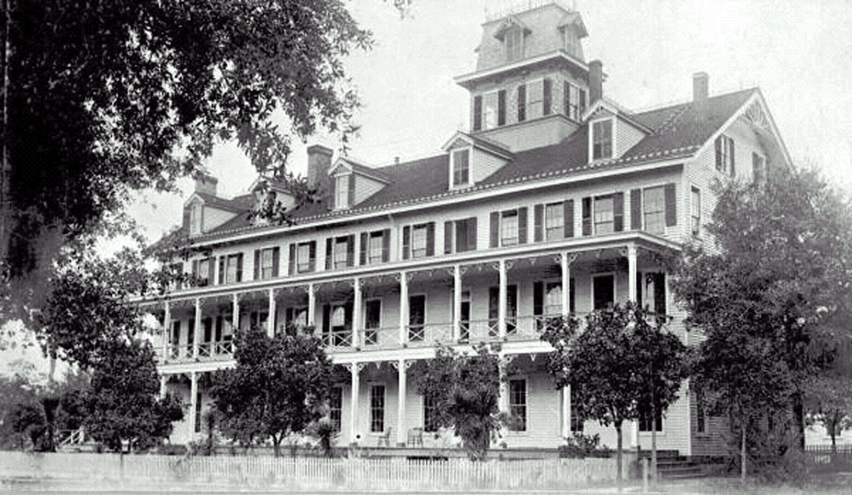 In the late 1800s, the majestic Clarendon Hotel overlooking the White Sulfur Springs and the St. Johns River in Green Cove Springs was the destination of choice for Northern tourists, invalids and investors. In 1900, the hotel burned to the ground.