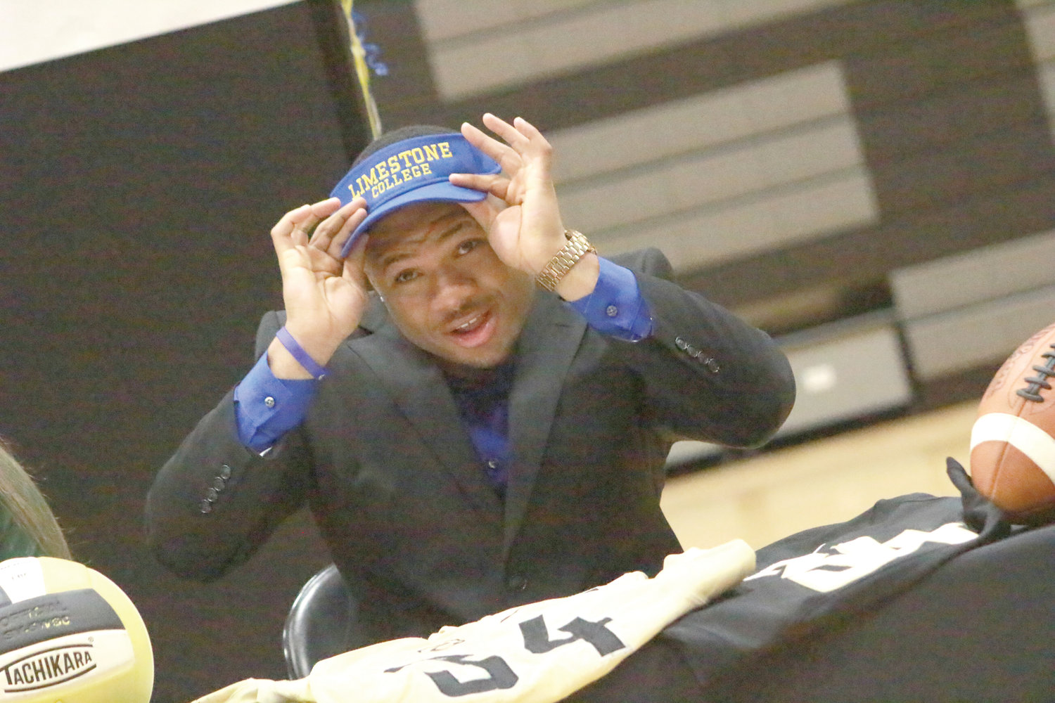 Oakleaf High linebacker Dexter Moore signed to continue his football at Limestone College in South  Carolina.
