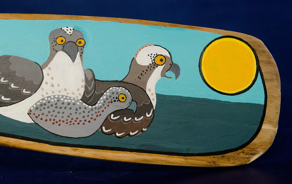 This osprey oar was painted by Jan Freddo.