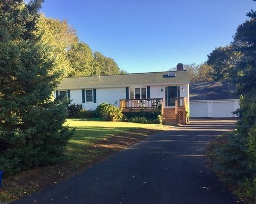 This 2726 square foot single family home has 3 bedrooms and 3.0 bathrooms. It is located at 72 Windward Dr Portsmouth, Rhode Island.