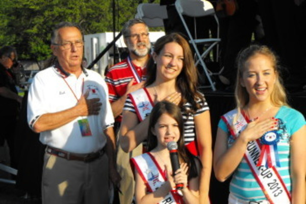Carissa Correia leads the Pledge of Allegiance with, from left, Dick Devault, Lou Cirillo, Taryn Largarto and Lea Alexandre join in.