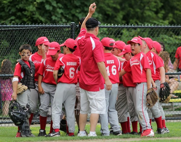 Photo by Tim Marshall: The Riverside 9-10 Minor Stars huddle during their game against Barrington.