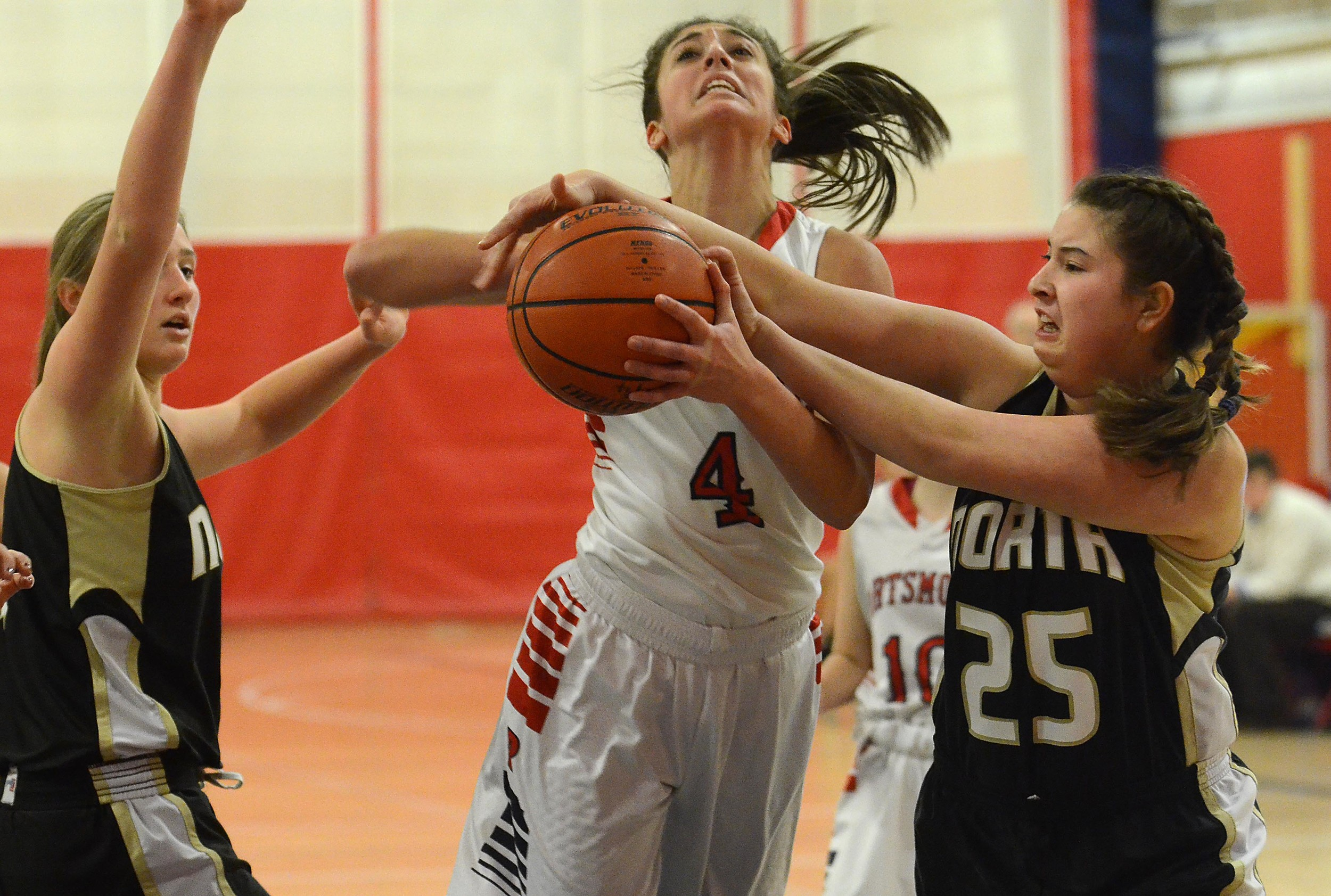 Haley Alves drives the lane.