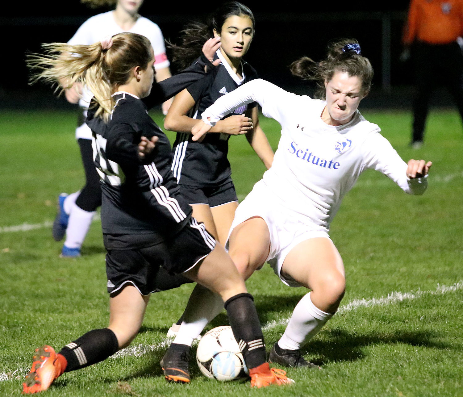 Leah Oliver (left) and Jovi Goldstein fight for the ball.