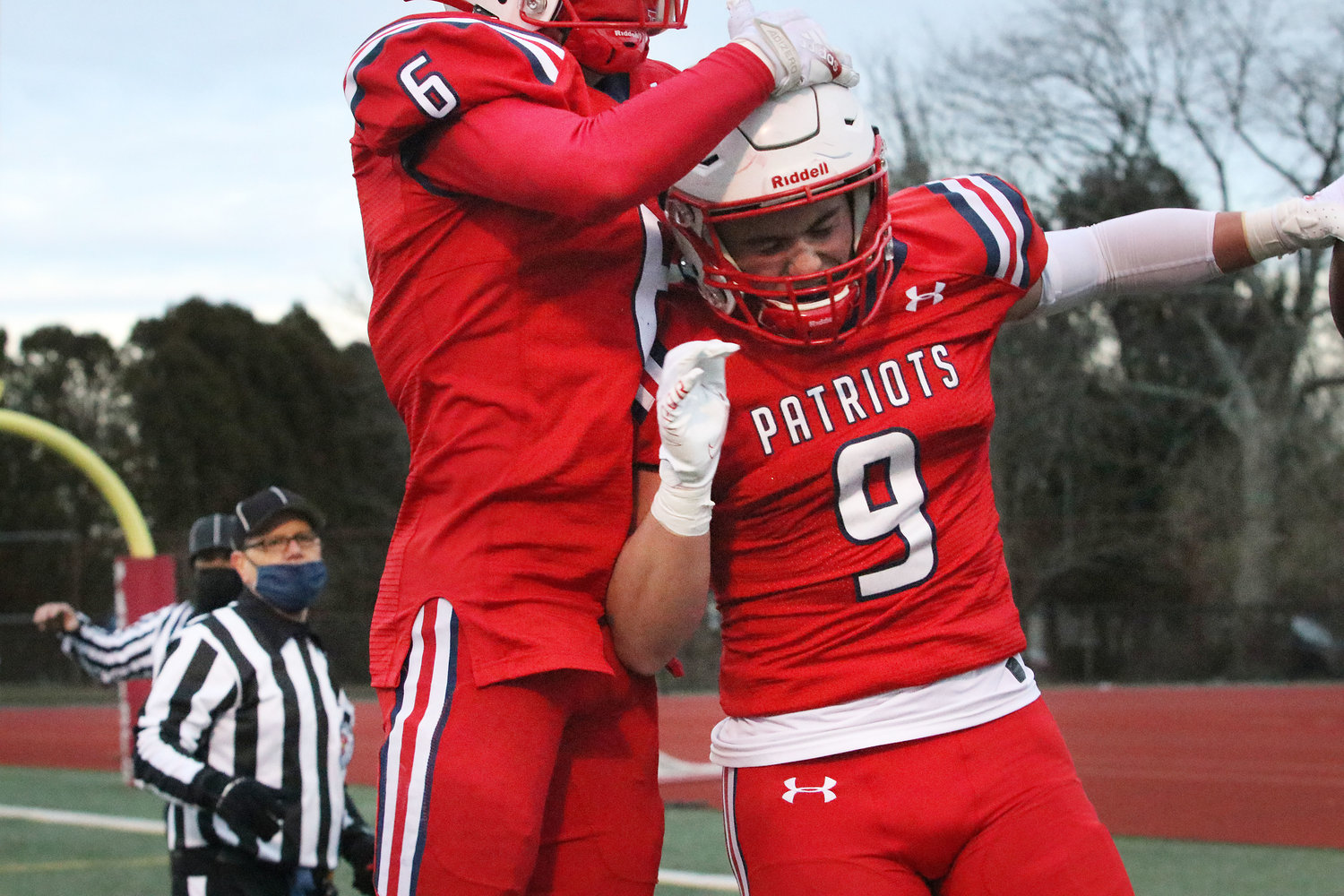 Marcus Evans (left) celebrates with Chris Bulk after the latter's TD catch in the second period.