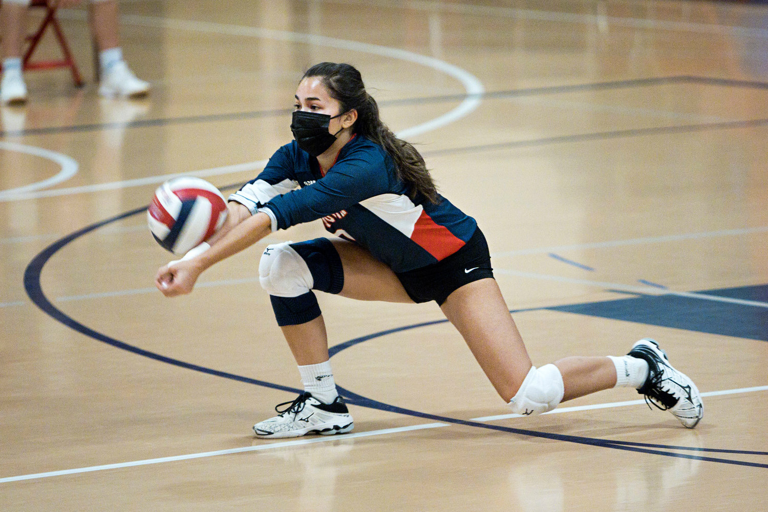 Allison Casciano receives a serve during Friday night's game.