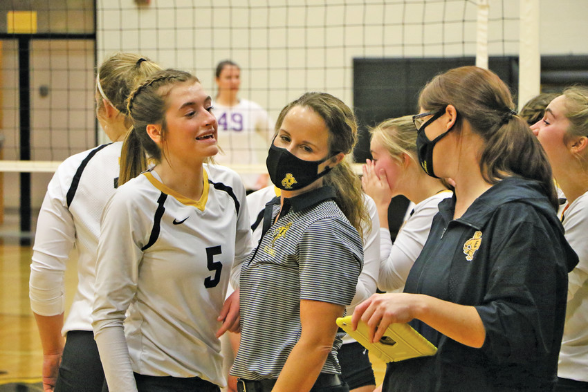 HEAD COACH Danielle Auten (right) and Maddy Mueller share a moment between sets. Mueller served up half of Emmetsburg's aces during Monday night's contest.
