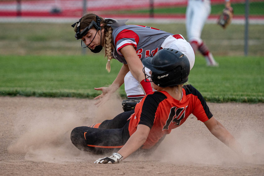 Mexico second sacker Madeline Williams tags Kirksville's Mallory Lymer. [Eric Mattson]