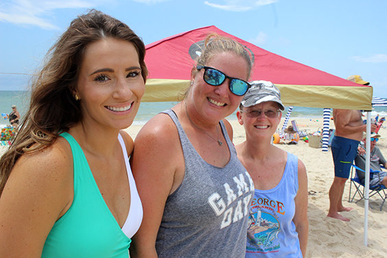 Newcomers unseat locals at mullet toss