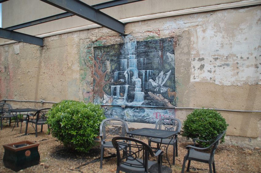 Dining al fresco is a perfect option when visiting shops on the historic public square.