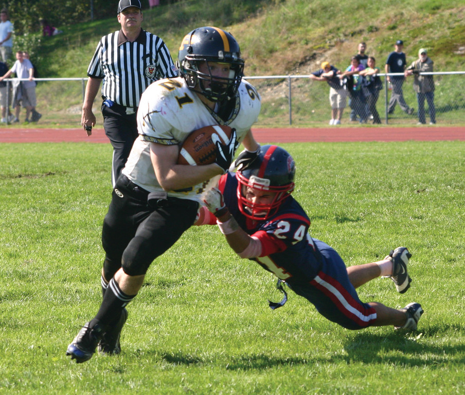 Pilgrim's Vinny DeVito gets past Toll Gate's James Patti in Saturday's game.