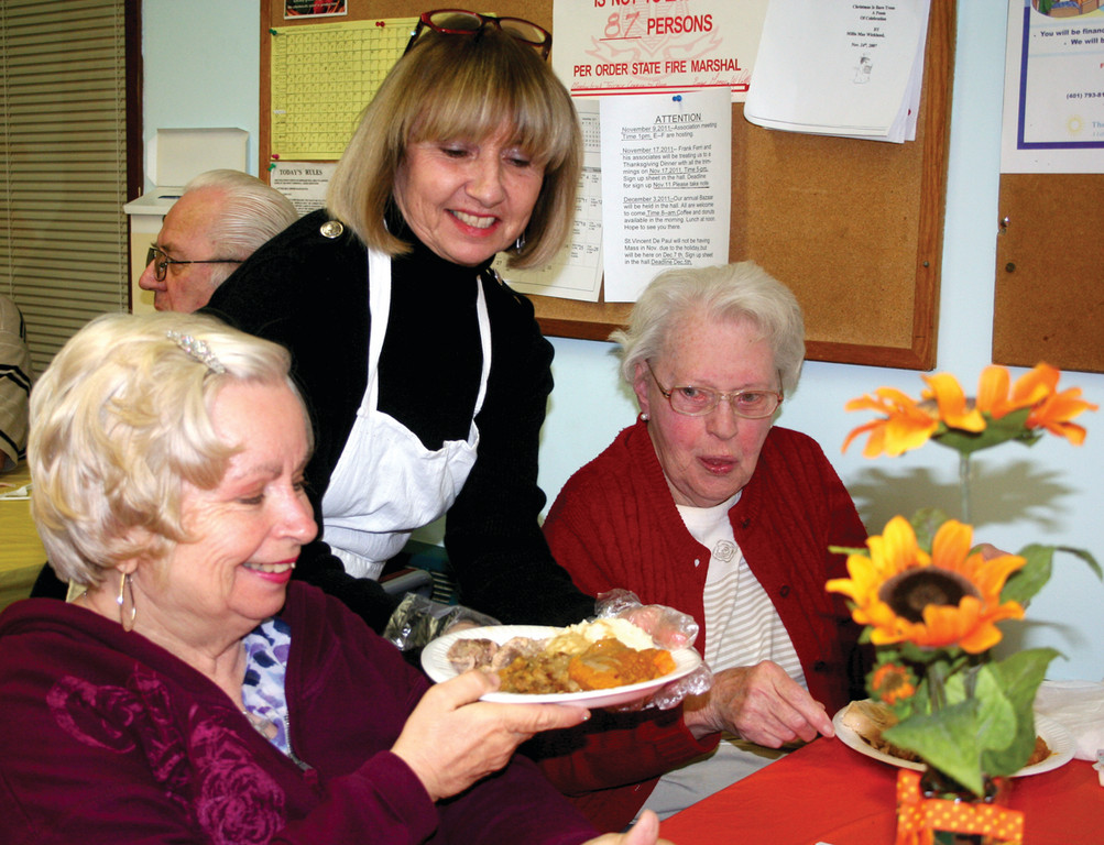 THANKFUL TENANTS: Riverview Neighborhood Association member Carol Cimorelli serves tenants Suzanne Woodard and Gert Bickmore.