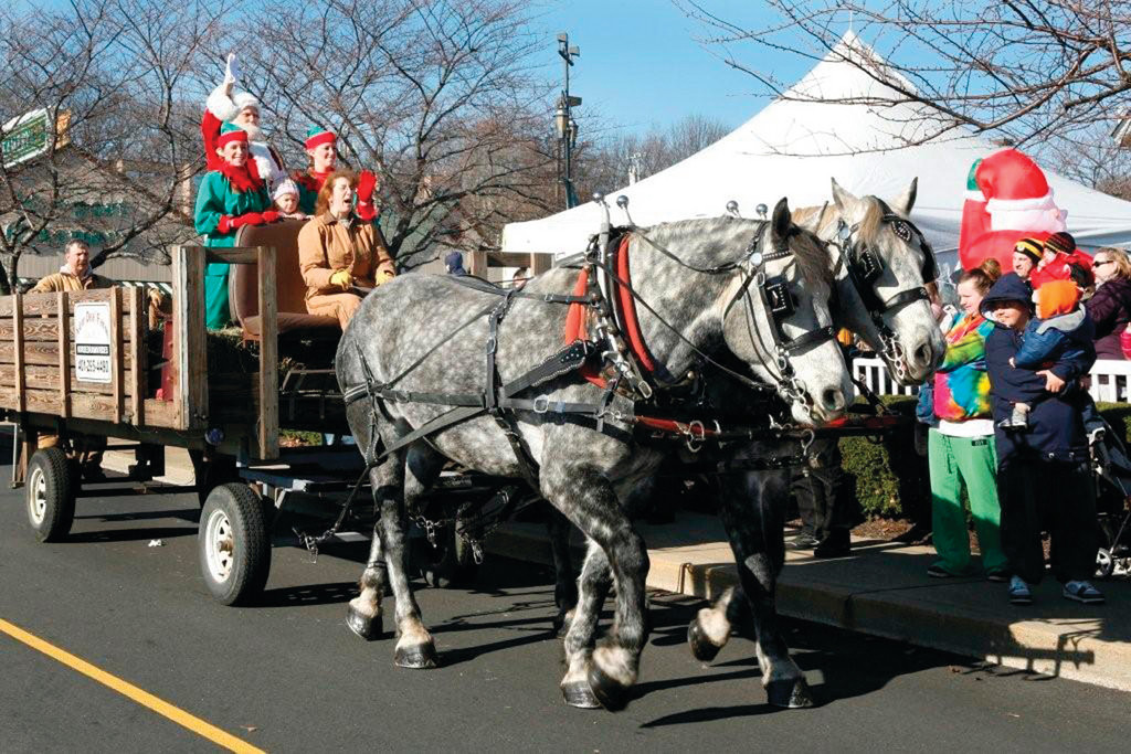 Santa Arrives At Garden City Saturday Cranston Herald