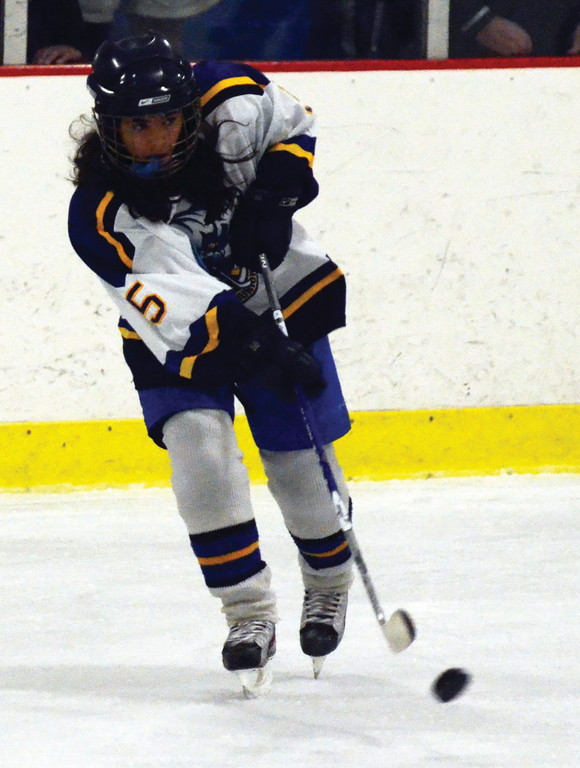 Natasha Savage makes a pass for the PeeWees.