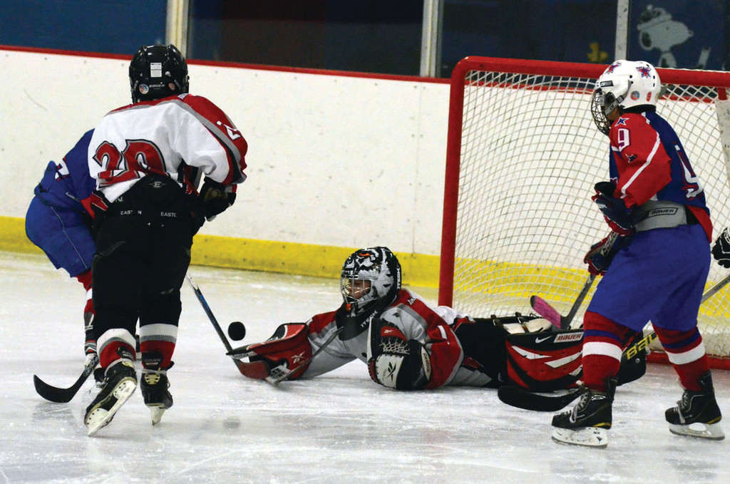 Brandon Ciampanelli makes a diving stop for the Squirt Red team.