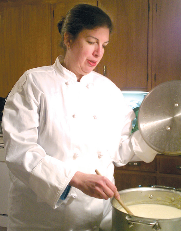 STIRRING IT UP: Personal chef Deb Fernandez will prepare a week�s worth of food for you in your home. She is one of many personal chefs that are cooking for families, groups or busy individuals who would rather have home-cooked food instead of processed or fast food.