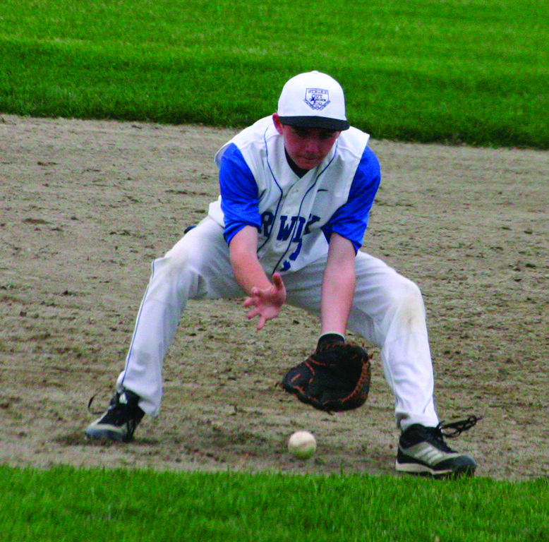 Vets' Pat DelSanto fields a ball at third base.