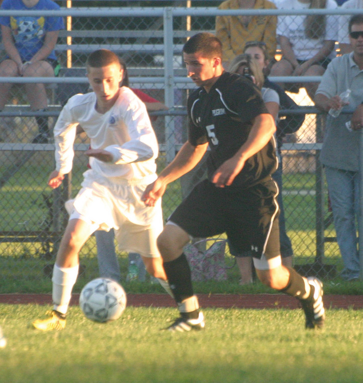 Jordan DeSisto looks to avoid a defender.