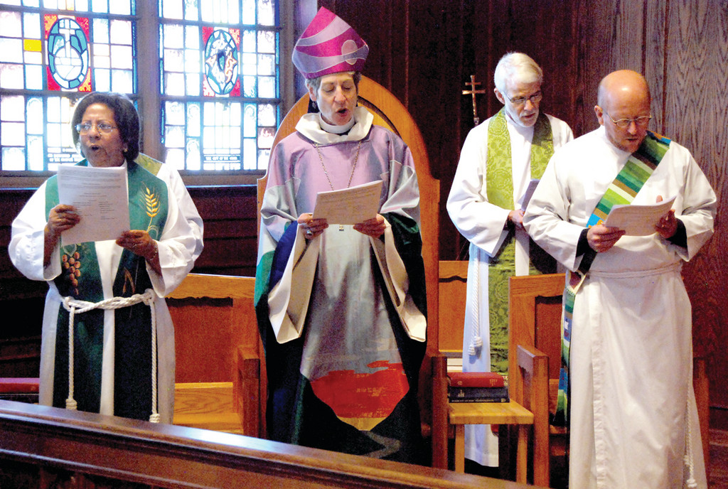 PRAYERS DON'T NEED TRANSLATIONS: Spanish Minister Mercedes Julian, presiding Bishop The Most Reverand Katherine Jefferts Schori, Father Mike Colburn, chaplain to the presiding bishop, and The Reverend Deacon Leroy Close preside over the mass.