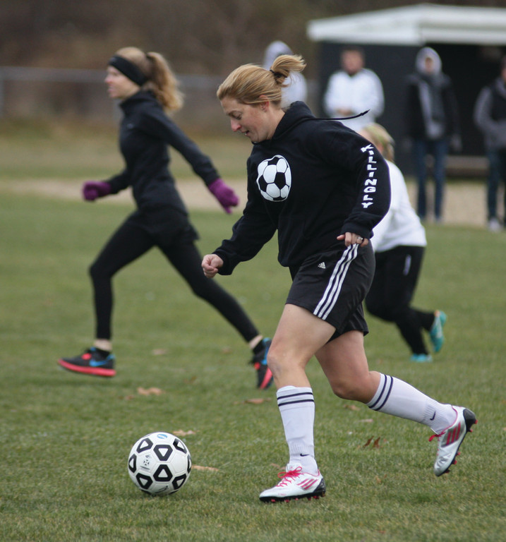 Kristy Patten carries the ball through the midfield.