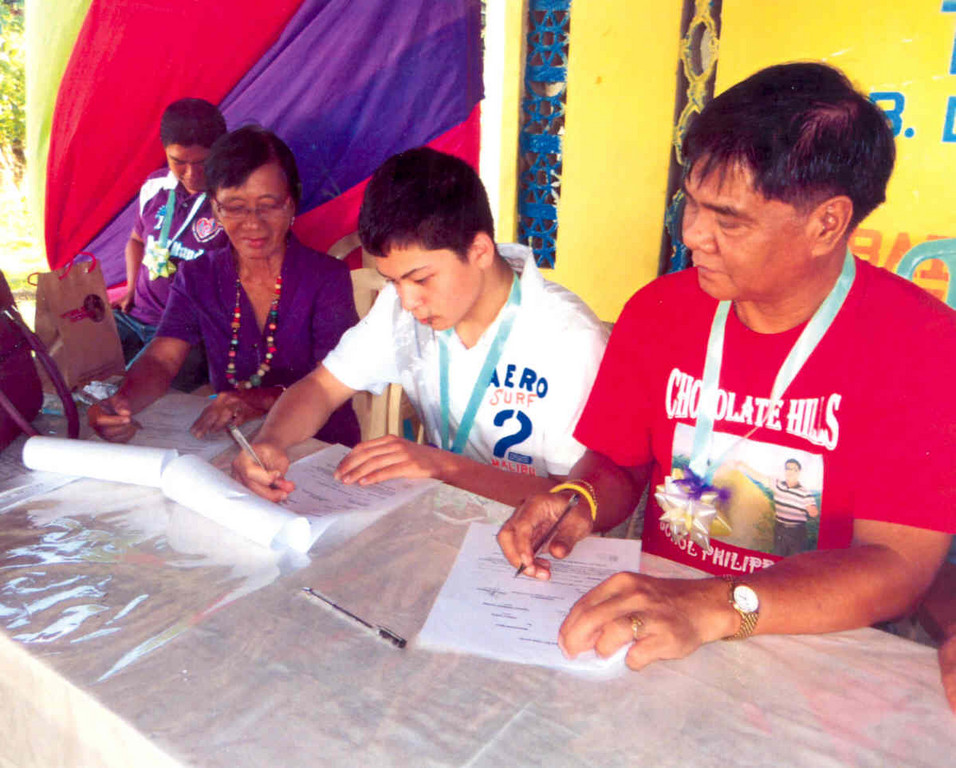 CAN I HAVE YOUR AUTOGRAPH? Joey isn�t signing autographs, rather, he�s signing over the books to the officials in the Philippines.