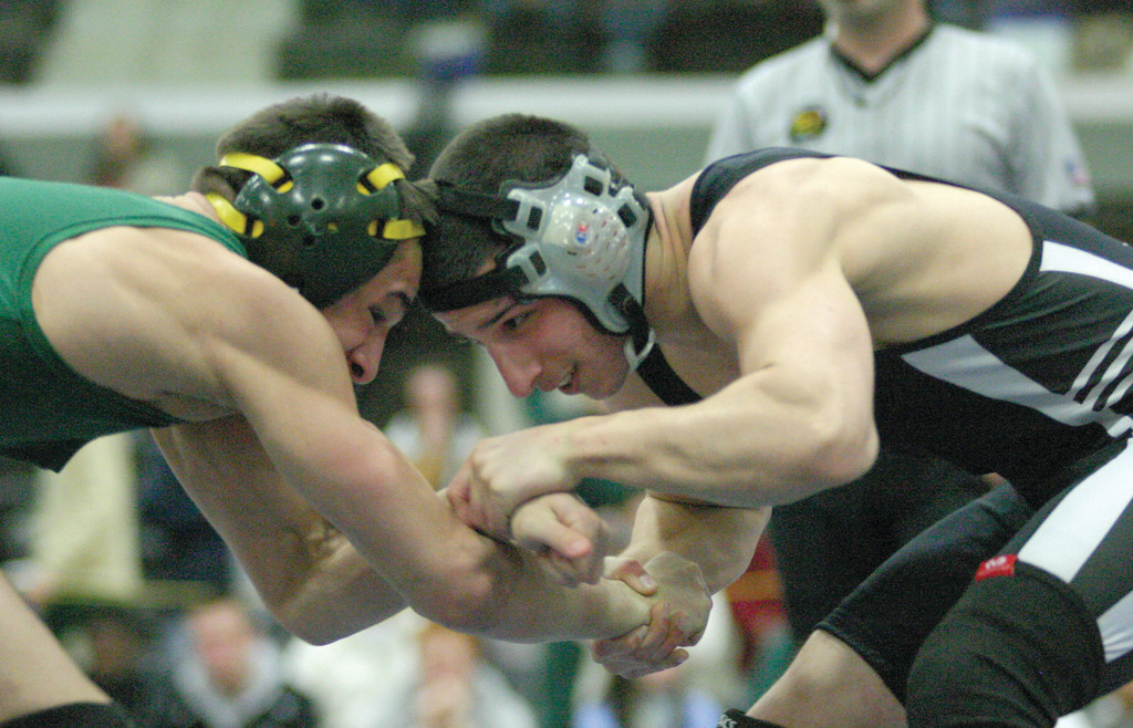 Pilgrim's Jordan DeSisto goes against Hendricken's Rob Lanni in a third-place match.