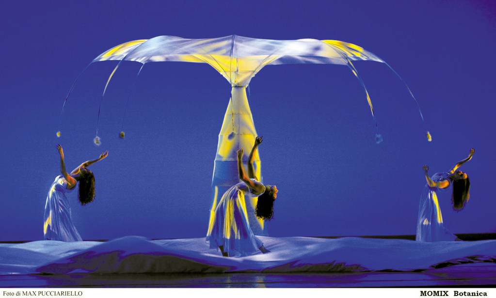 "MOMIX will present ""Botanica"" at the Park Theatre April 27."