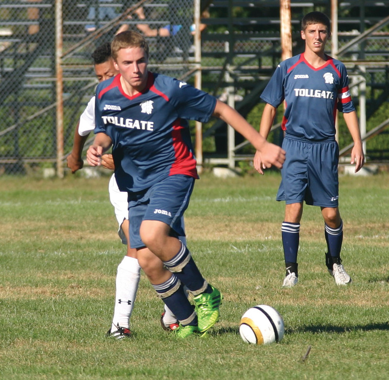 Zach Bromage moves through the midfield.