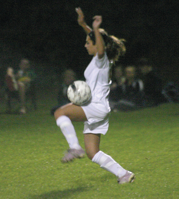 Kyleigh Maletesta tries to trap the ball.