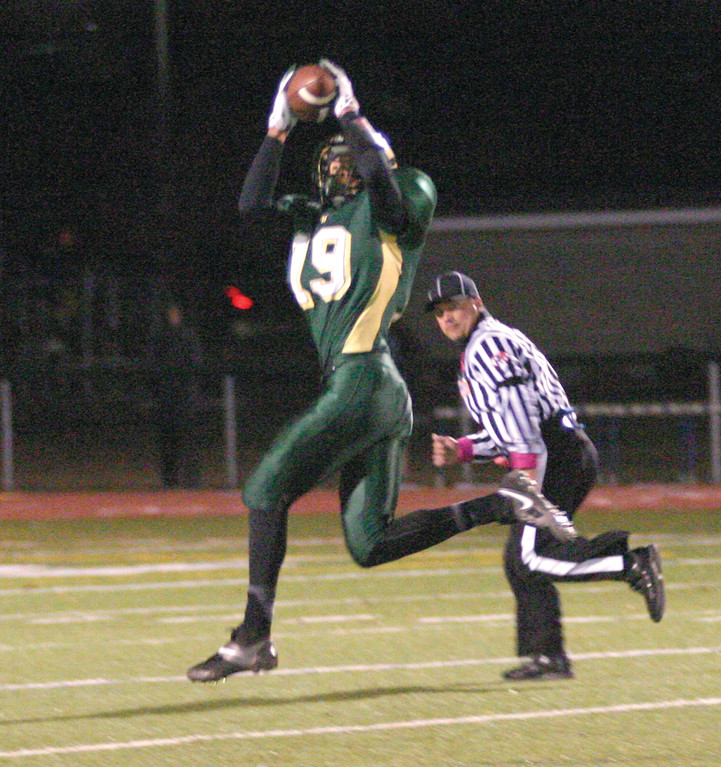 ON TARGET: Mike Scarcella hauls in a long pass that set up Hendricken's second touchdown.