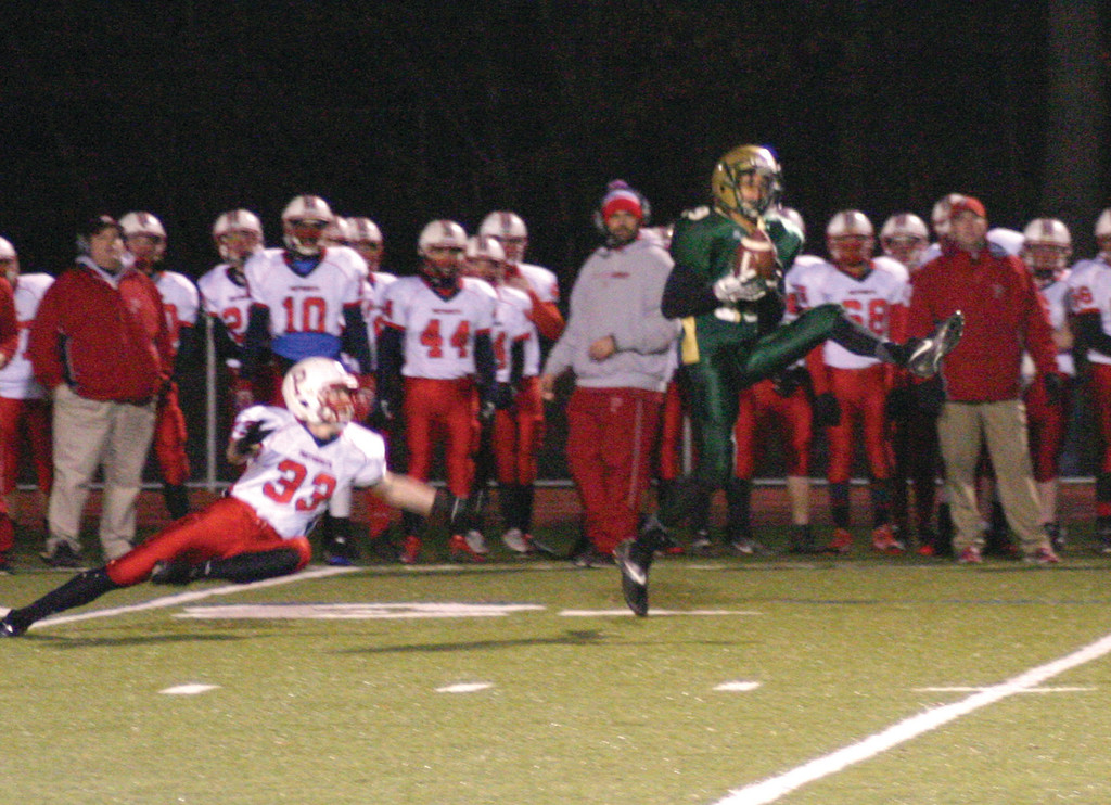 Mike Scarcella hauls in a pass that he eventually turned into a 95-yard touchdown.