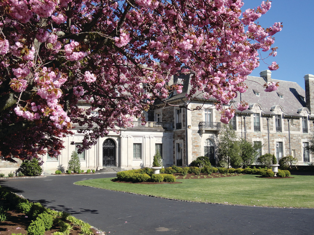 MANSIONS AND MOTHERS: Aldrich Mansion is inviting families to spend a special afternoon with mom exploring the grounds during their first �Hearty� Mother�s Day Brunch.