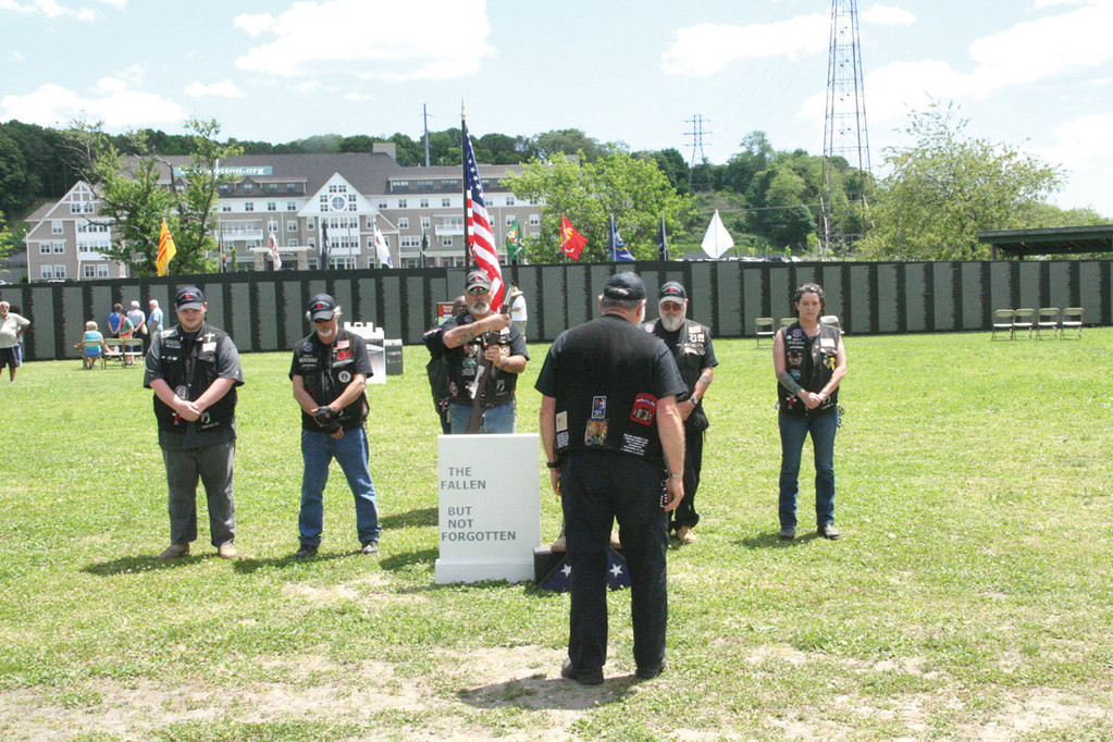 CEREMONY FOR THOSE WHO DIED: The Rolling Thunder motorcycle group performed the Soldier�s Cross Ceremony Saturday.