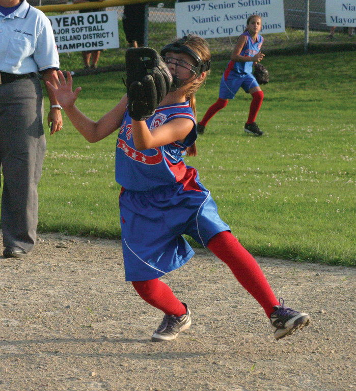 Elizabeth Lewandowski makes a catch at second base.