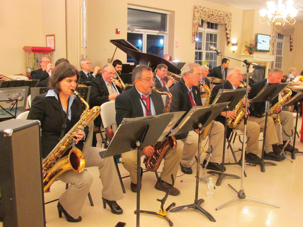 Get out your dancin' shoes: Sentimental Swing Orchestra