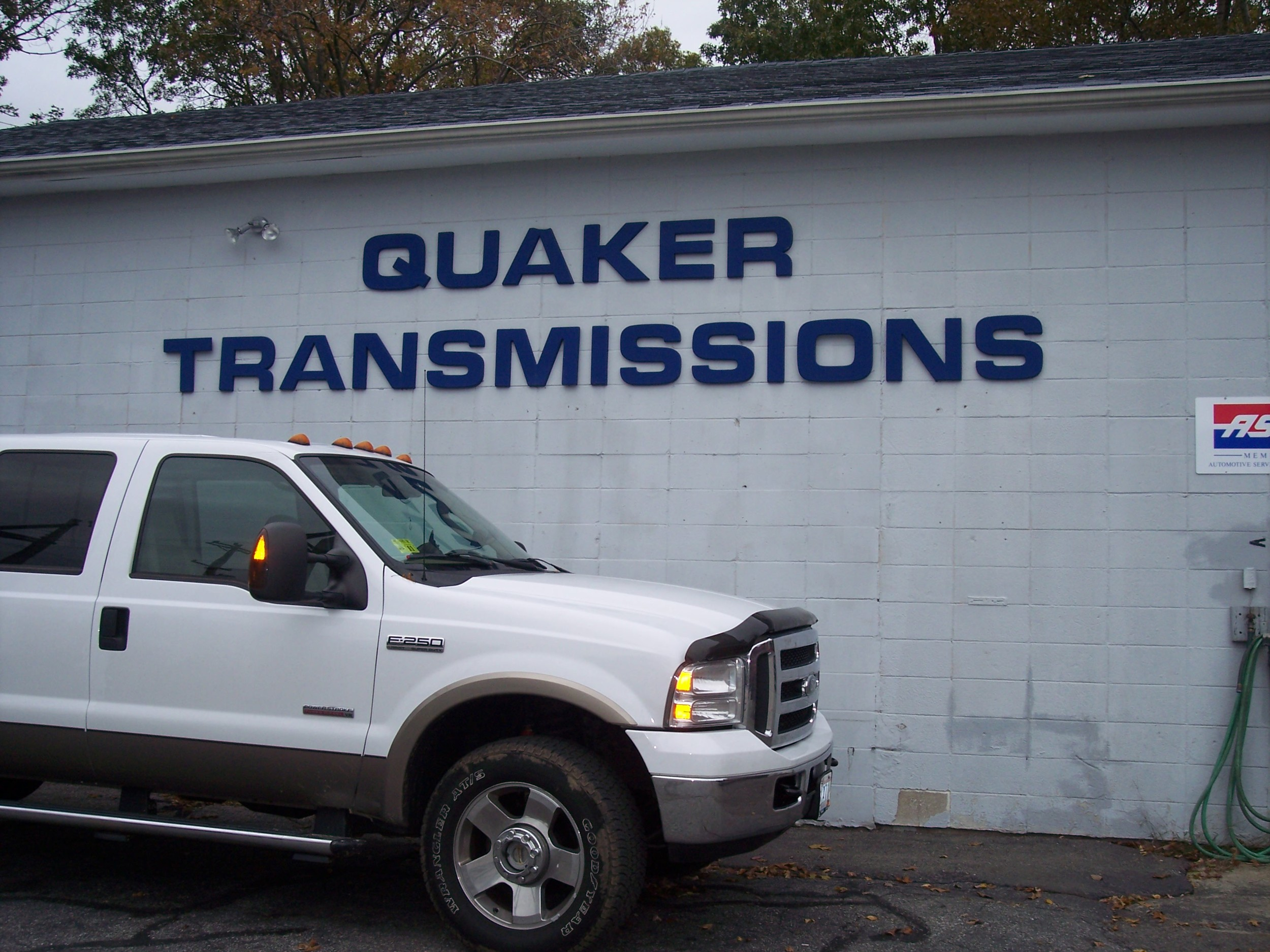 Looking for Quaker Transmissions? Watch for the bold sign of this longstanding landmark on Tiogue Avenue in West Warwick ~ you are in the right place. Call 826-2800 today for your appointment.