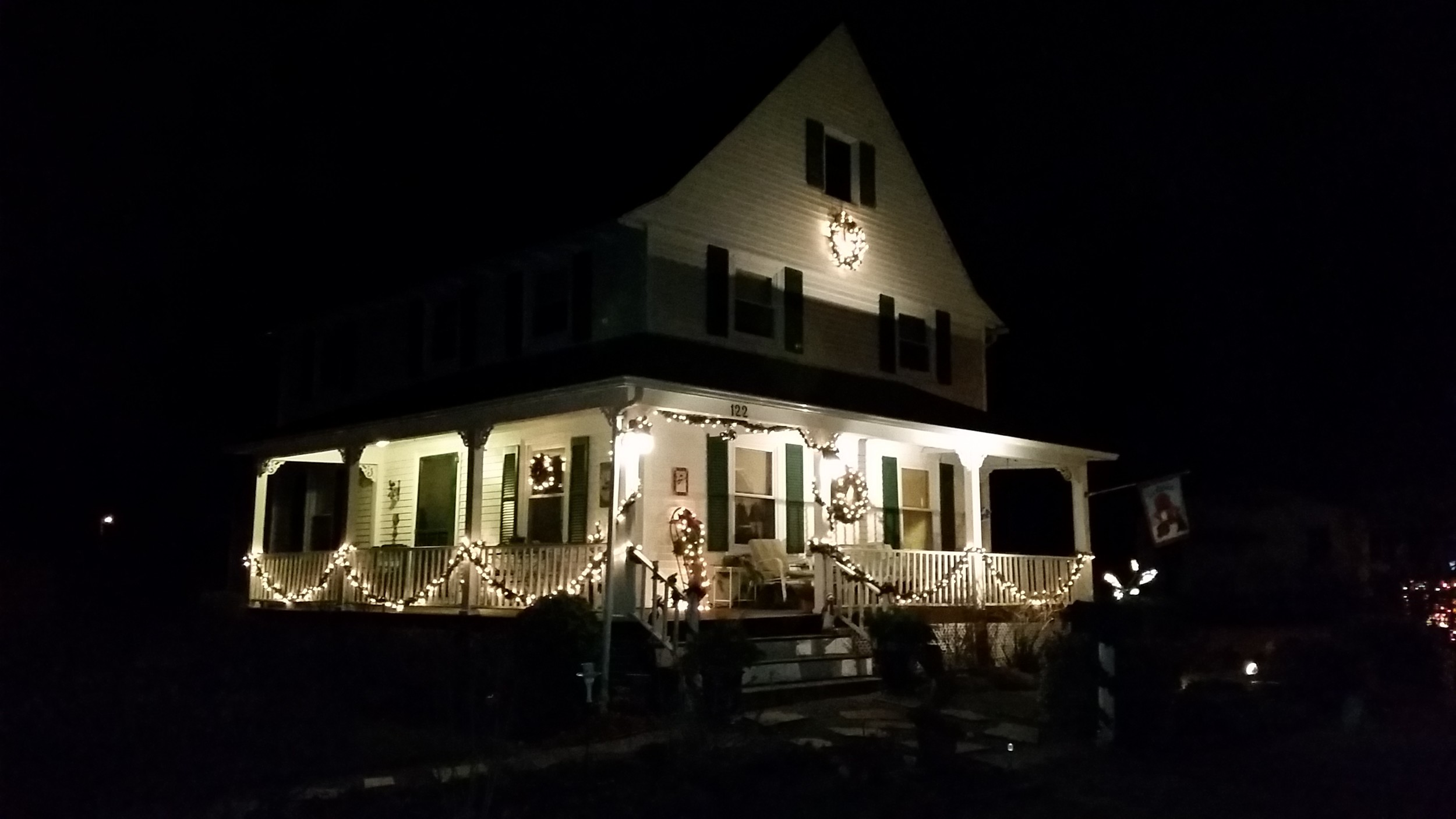 Classic old house christmas warwick beacon for Old house classics