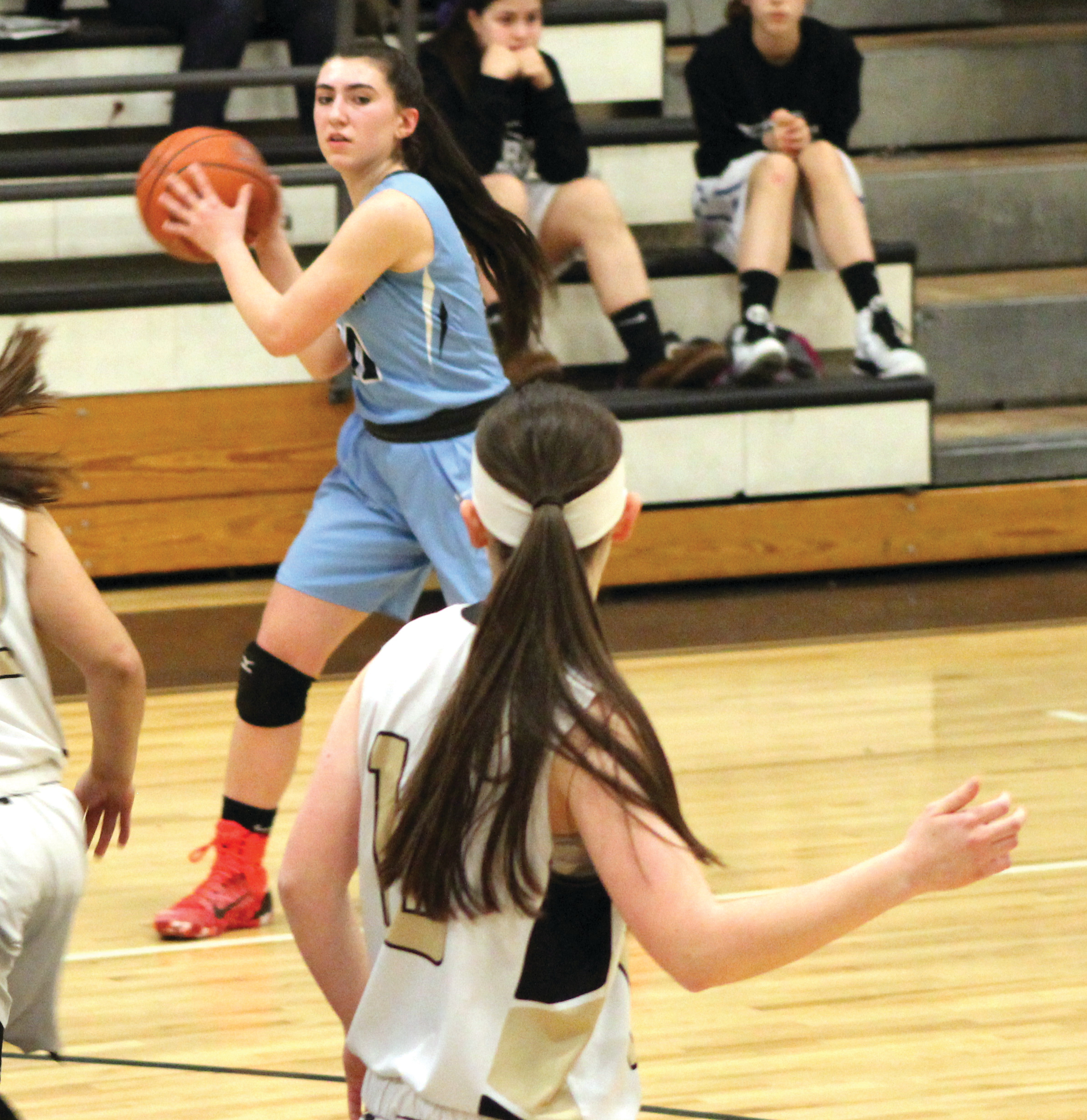 CRUISING TO VICTORY: Gabby DiRaimo looks for an open teammate at the perimeter.