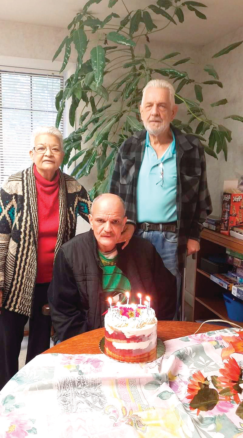 KIDNEY NEEDED: Pictured are Evelyn Greene, her brother Albert Ruiz (sitting) and her husband Kenneth.