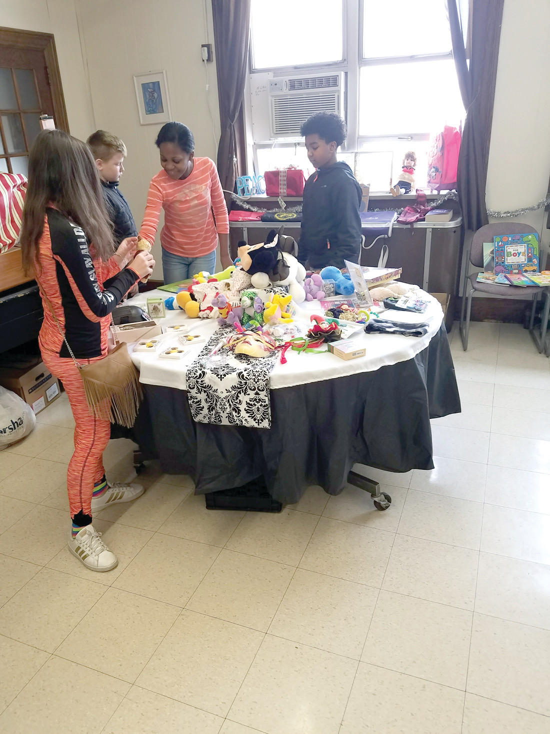 A DELIGHTFUL SHOPPING EXPERIENCE: The shopping took place in the school faculty room, with tablecloths, table runners and soft music playing in the background, giving students a truly enjoyable shopping experience.