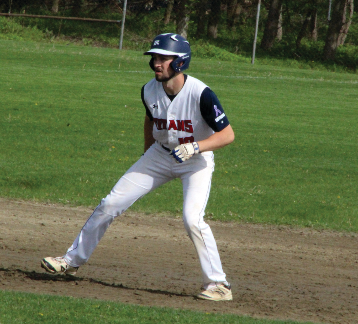 IN THE LEAD: Toll Gate's Andrew Ekroth takes a lead on second base.