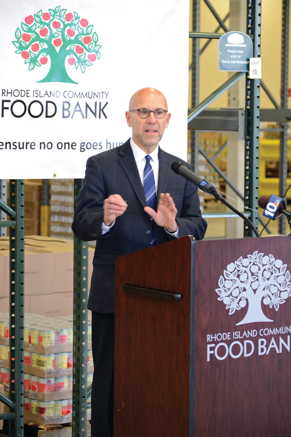 GIVING THE DETAILS: Andrew Schiff, executive director of the Rhode Island Community Food Bank. (Warwick Beacon photo)