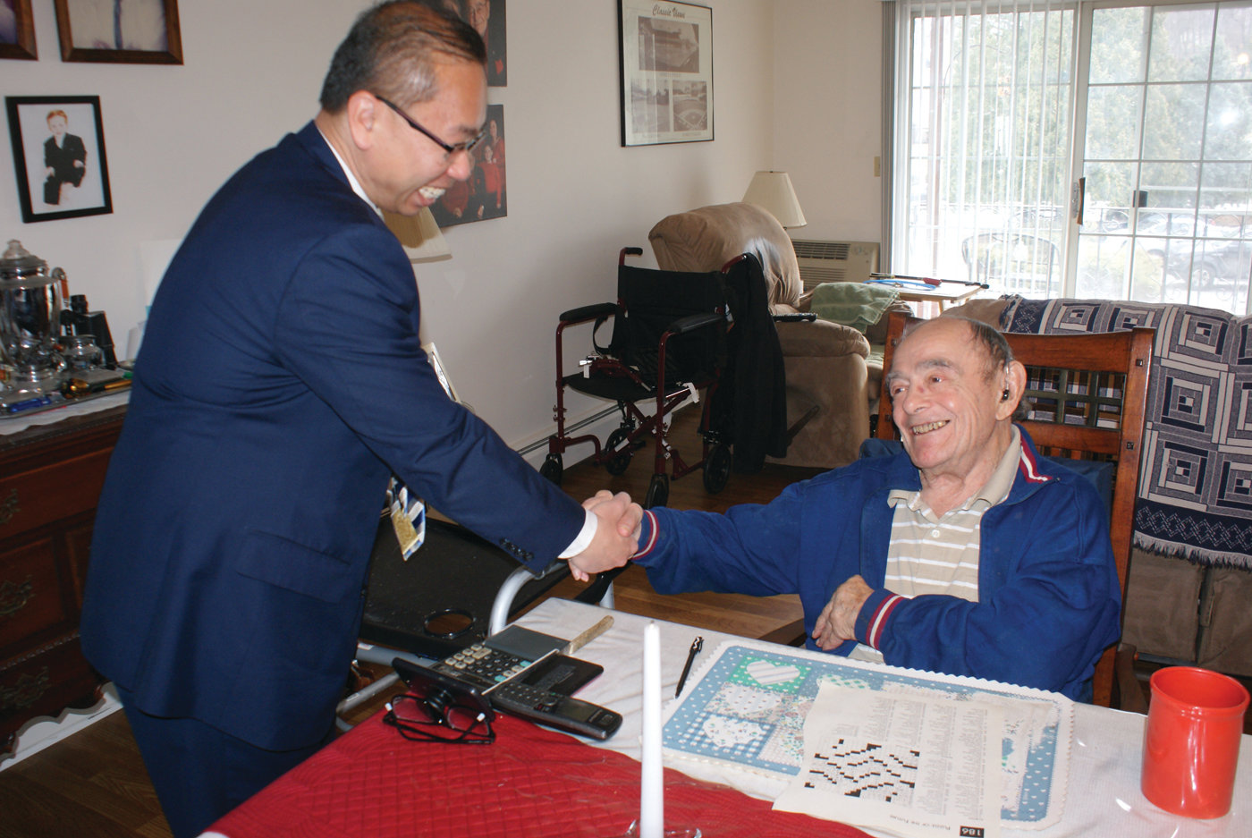 NEW FRIENDS: Vincenzo DiPippo enjoyed a conversation with Mayor Allan Fung during the Meals on Wheels visit.