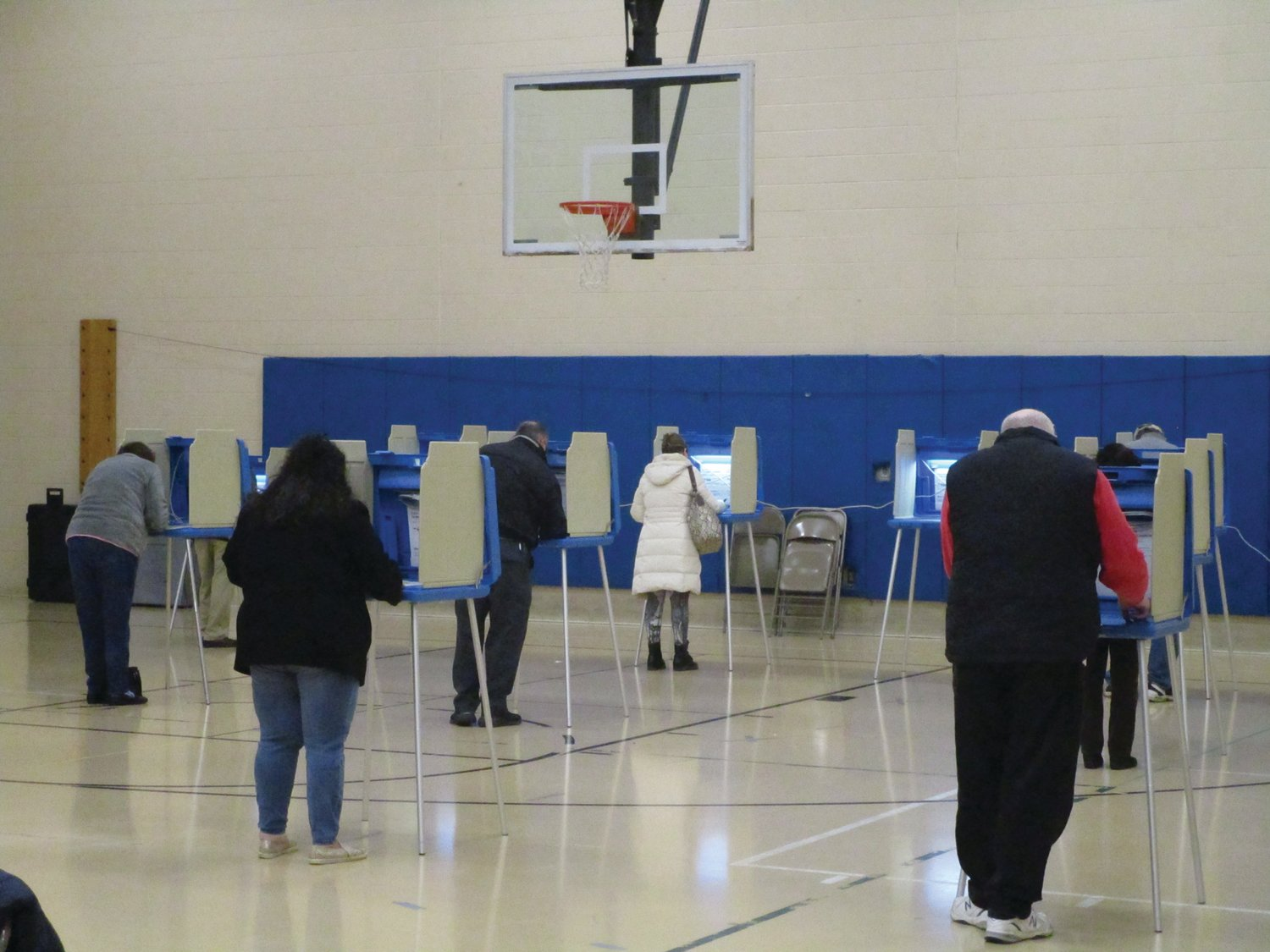 MAKING THEIR PICKS: Voters fill out their ballots at Hope Highlands Middle School