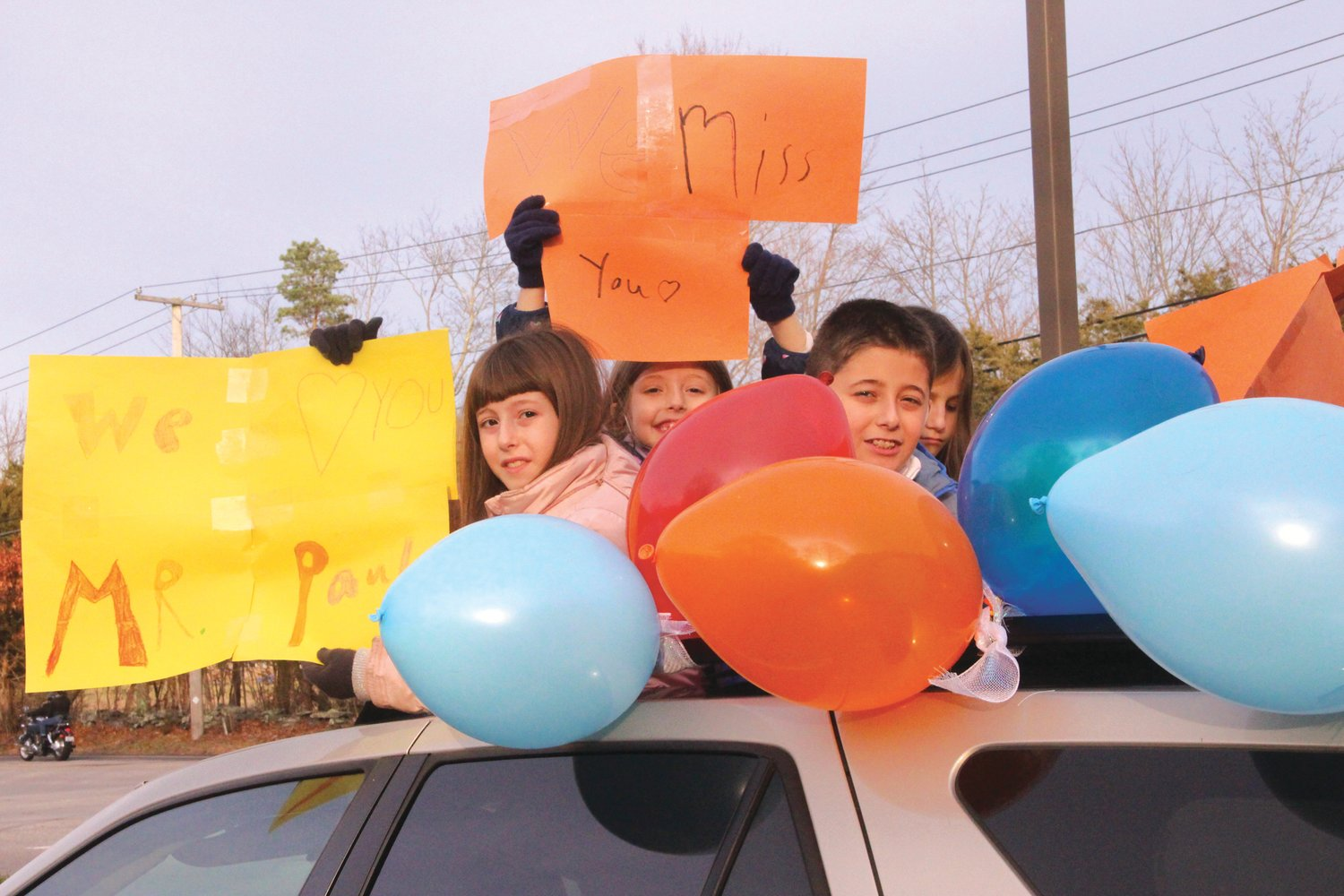 WHAT'S A PARADE WITHOUT BALLOONS? Spencer, Carina, Adriana Carlson and Giuliana Ciotti set the festive